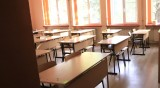Учителка с COVID-19 в Харманли, един клас е под карантина
