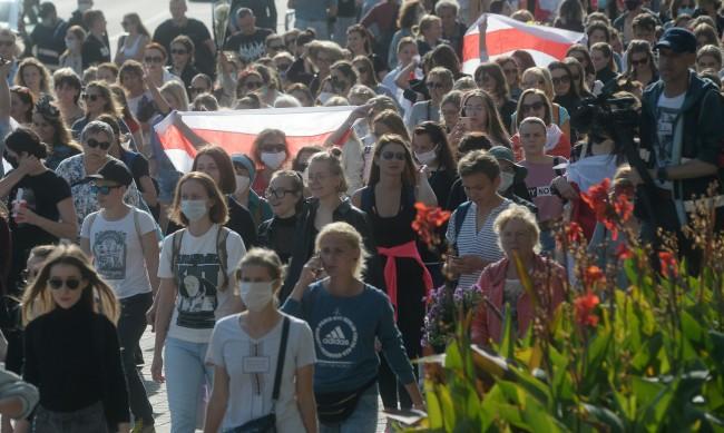 Поне 95 задържани на протестите в Беларус