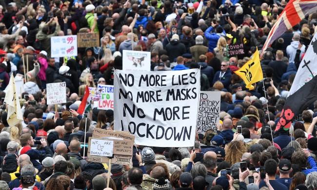 16 арестувани при протеста в Лондон срещу мерките за коронавируса