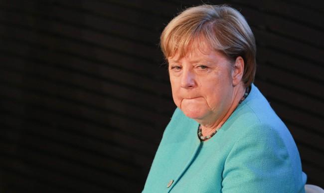 Меркел посетила тайно Навални в болницата в Берлин