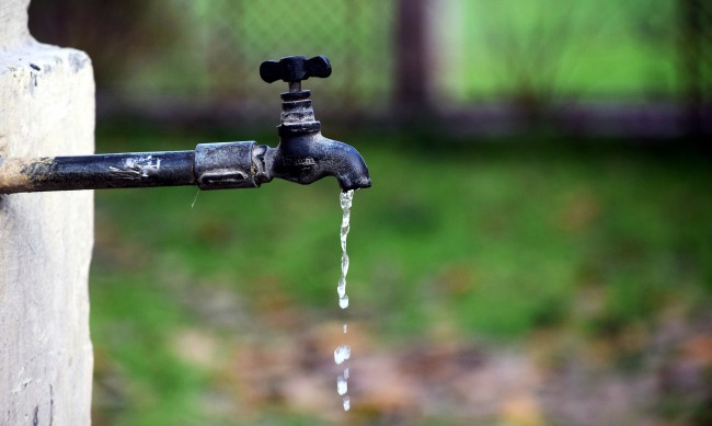 Кюстендилско село събира пари за смяна на водопровод от 1934 г.