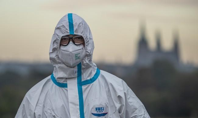 Заради многото заболели от COVID-19 Чехия и Словакия въвеждат извънредно положение