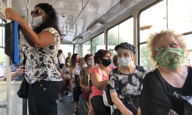 Близо 300 са глобените без маска в градския транспорт в София