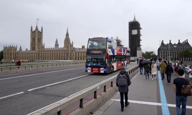 Българи без право да работят в Англия заради коронавируса