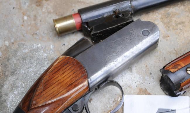 Задържаха братя за незаконно оръжие и боеприпаси в село Славяново