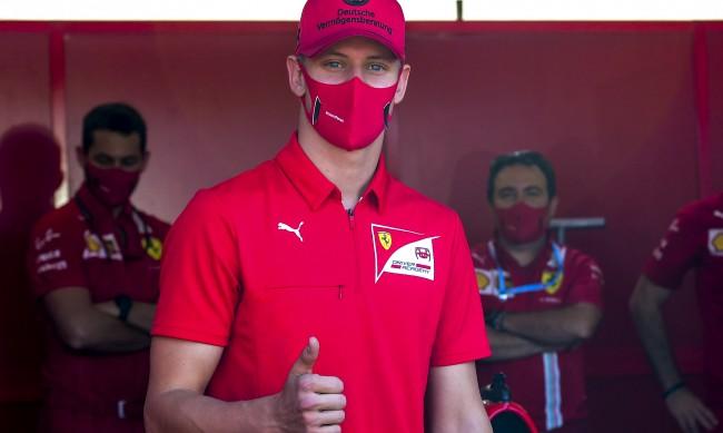 Синът на Шумахер - Мик, получи шанс да се включи във Формула 1
