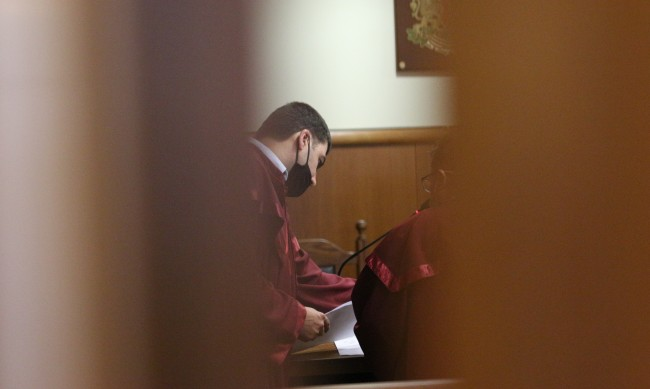 Осъдиха двама инспектори на БАБХ за подкуп