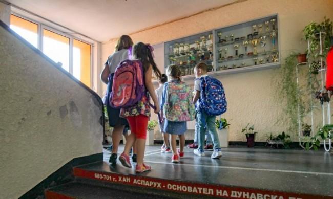 МОН с указания: Затварят училища при 15% деца със симптоми на коронавирус