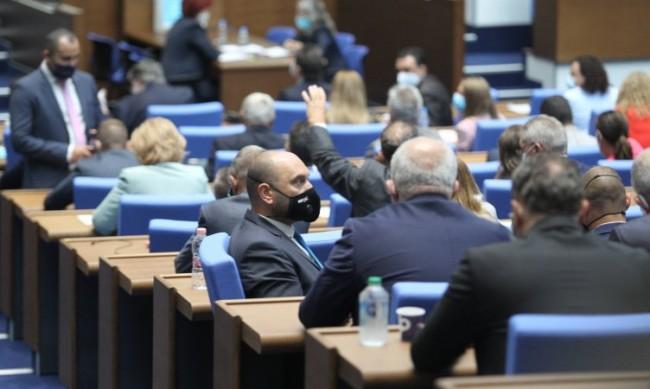 НС с втори опит за временна комисия за промените в Конституцията