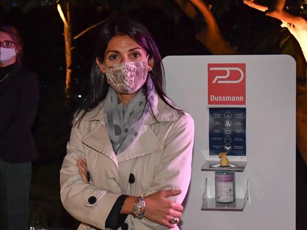 Италианските власти въведоха задължително носене на маска и на открито