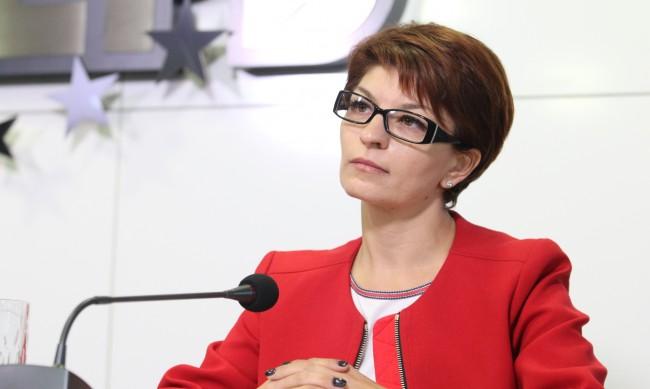 Атанасова: Остават няколко месеца, да изчакаме редовните избори
