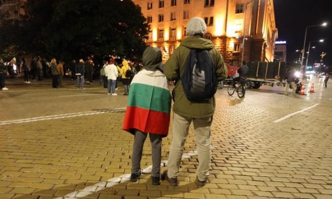 За 88-а вечер: Протестиращи се събират в триъгълника на властта
