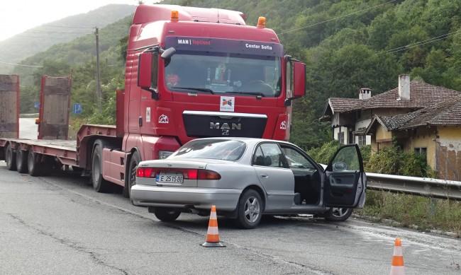 Катастрофа между камион и кола на пътя Симитли-Банско