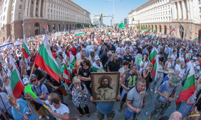 Подкрепата за протестите остава, но е по-голяма извън София