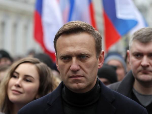 Руският опозиционер Алексей Навални нарече бившия канцлер на Германия Герхард