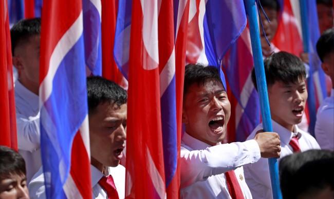Северна Корея готви мащабен парад утре - ще покаже ли мускули пред САЩ?