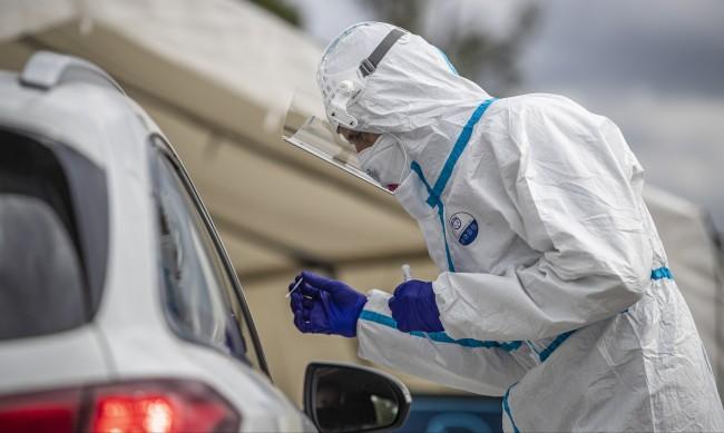 Чехия три дни поред регистрира рекорден брой заразени с COVID-19