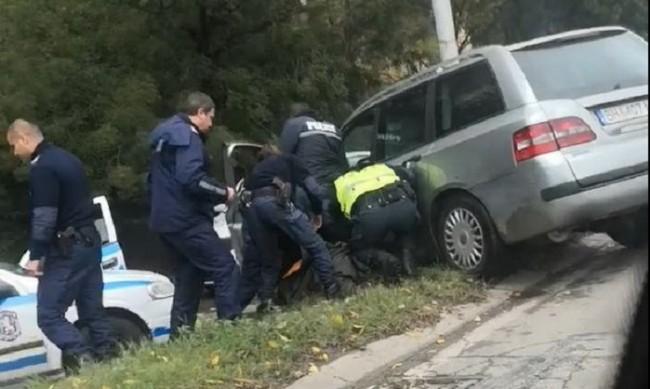 Беглец прегази полицай, друг униформен го простреля