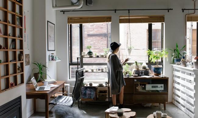 Работа от вкъщи: Как да не напълнеете?