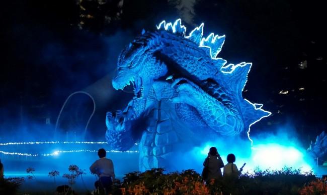 В парк на японски остров оживя 23-метрова Годзила