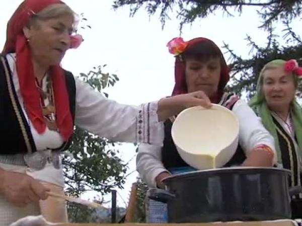 От векове жителите на благоевградското село Логодаж приготвят автентична паста