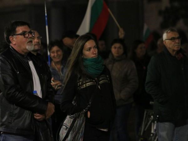 Снощният протест, който бе за 95-та поредна вечер, премина спокойно.