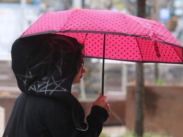 Предупредителни кодове за опасни явления са обявени за цялата страна