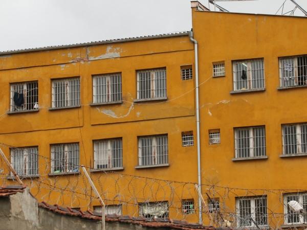 Седем телефонни измамници от град Левски получиха ефективни присъди и