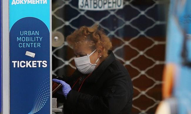 Засилени проверки: Всички с маски и билети в градския транспорт