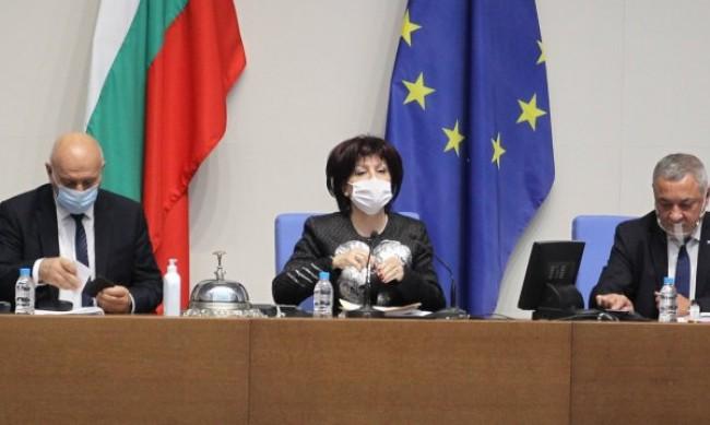 ДПС и БСП превръщали Караянчева в мъченица, а НС във фарс
