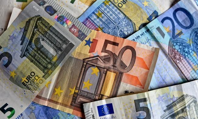 МВФ: Очаква се световната икономика да се свие с 4,4% тази година