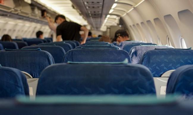 Тестове показаха – рискът от заразяване с COVID-19 в самолет е нищожен