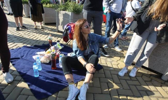 България минавала икономически между капките, Борисов между яйцата