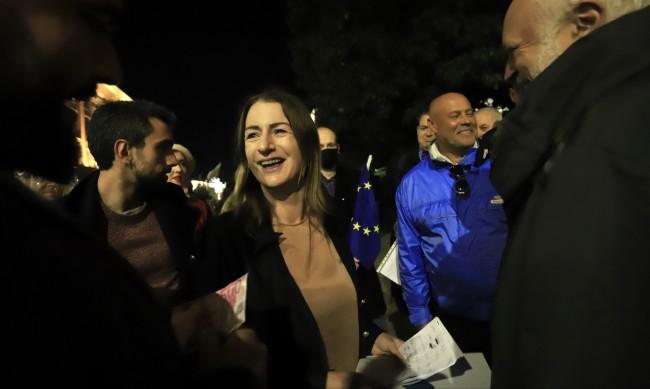 101-ва вечер протест: Евродепутатката Клеър Дейли подкрепи недоволните