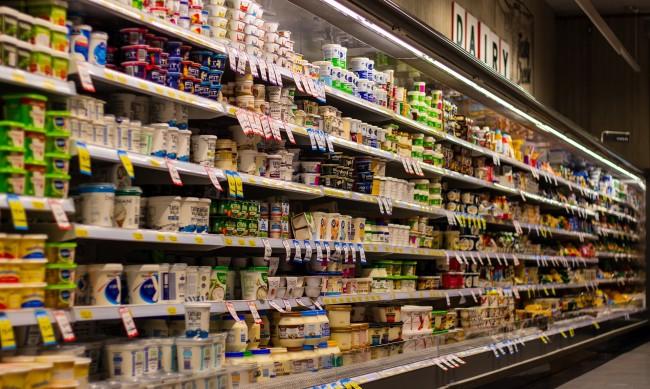 Експерт: За момента няма презапасяване с храни