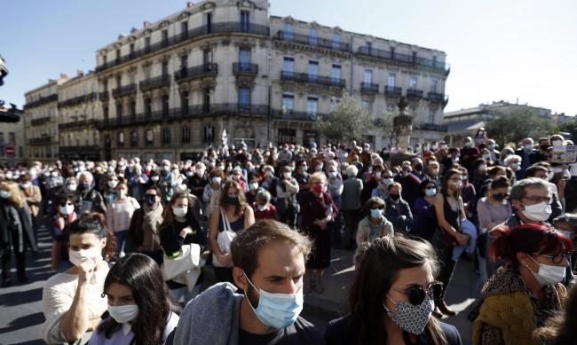 Цяла Франция почете паметта на зверски убития учител