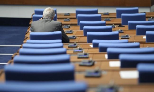 При избори днес ГЕРБ и БСП с фотофиниш, Слави Трифонов трета сила