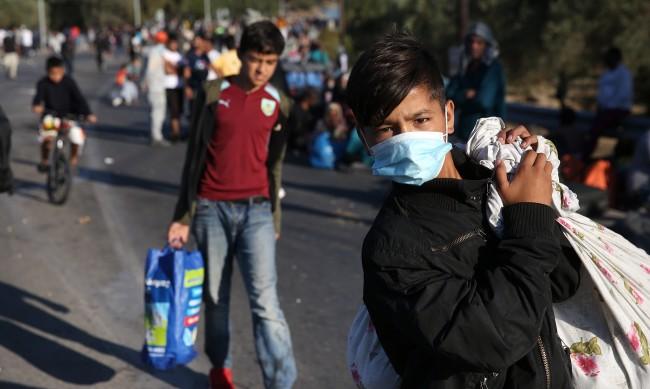 Пожарът в Мория: Какво се случи вечерта, когато бежанският лагер пламна?