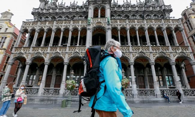 Белгия затвори баровете и наложи полицейски час
