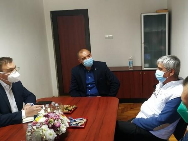 Ще стане ли носенето на маска задължително и на открито?