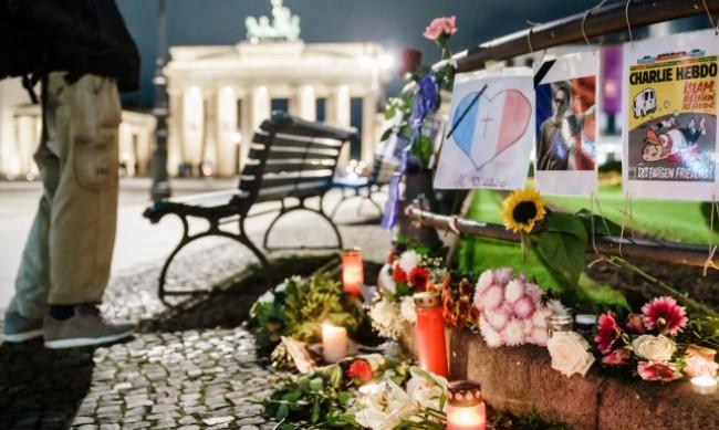 Минута мълчание за убития учител по стадионите във Франция