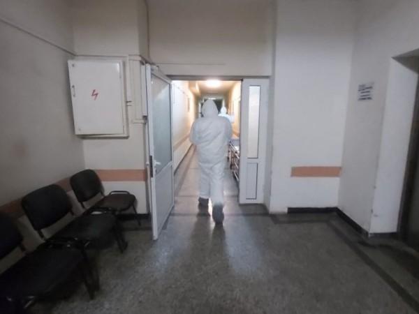 """""""Епидемията се разраства. Болничната система в областния град е почти"""