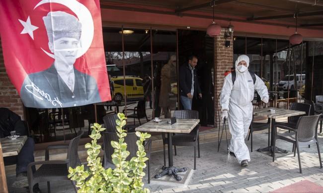 Българи без маски на пазара в Одрин, затягат мерките