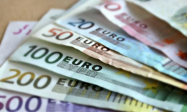 В топ 5 на ЕС: Всеки втори българин с орязани доходи заради коронакризата