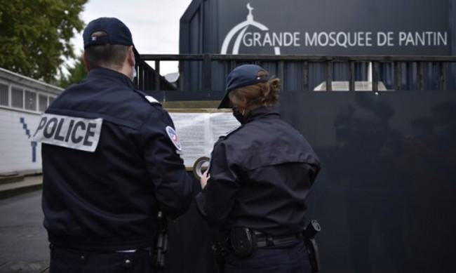Затварят джамия във Франция, заради убийството на учител