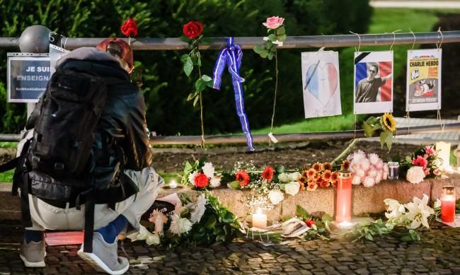 Седем души на съд заради убийството на учителя в Париж
