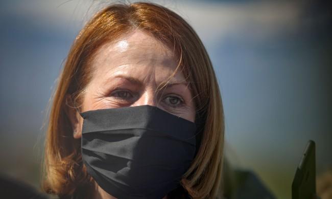 Фандъкова се закани: Не се ли спазват мерките в София, идват по-строги