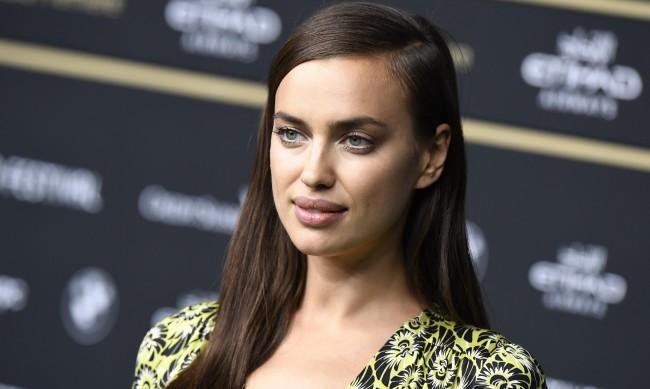 Ирина Шейк се снима гола за Vogue