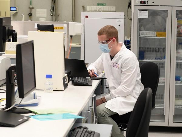 Починал е доброволец в клиничните тестове на ваксината срещу COVID-19,
