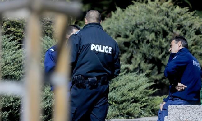 Полицаи от цялата страна продължават да протестират